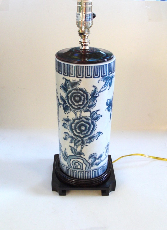 blue and white chinoiserie table lamp wood base floral. Black Bedroom Furniture Sets. Home Design Ideas