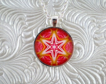 Star design pink and yellow pendant necklace