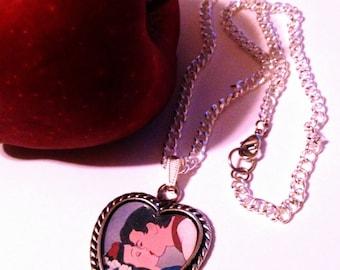 Kissy Pendant - Snow White