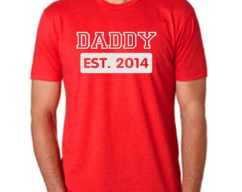 DADDY Expecting customizable T-Shirt Dad to be Father to be Fathers Day Gift Birthday Expecting Guy Family Clothes Top