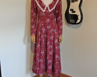 1980s Gunne Sax Calico Festival Dress Maroon Dainty Floral White Lace Dolly Neck and Bust Drop Waist Amazing/ S/M