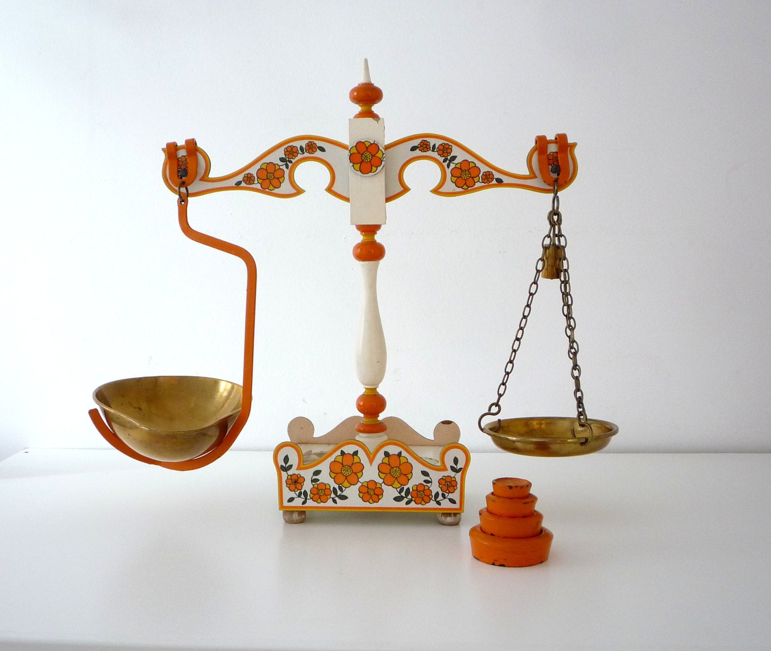 Rustic balance scale vintage kitchen balance by for Rustic kitchen scale