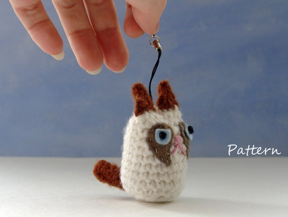 Grumpy Cat Amigurumi Pattern Free : Grumpy Cat amigurumi CROCHET PATTERN for keychain
