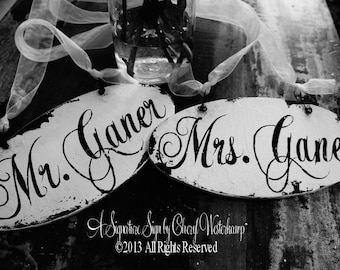 MR AND MRS Chair Hangers, Vintage Wedding Signs, Reception, Shabby Chic Wedding Signs, Oval Shape, Personalized Chair Signs