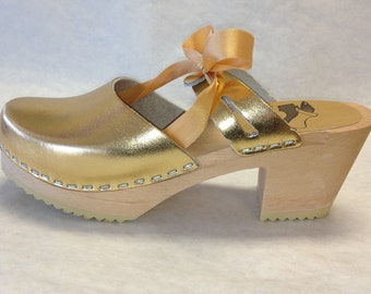 Gold Ribbon clog