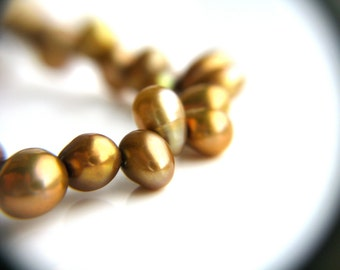 Gold Pearl Bracelet . June Birthday Gift Jewelry . Golden Freshwater Pearl Bracelet . Simple Beaded Bracelet - California Collection