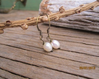 20% 0ff Simple pleasures pretty freshwater pearl earrings