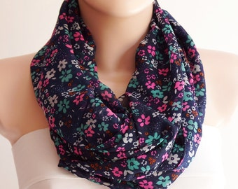 Flower Scarf - Flower dancing chunky design cowl