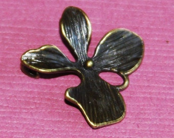 4 pcs of Antique Brass orchid flower pendant 15x15mm