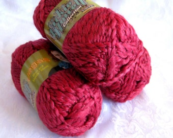 Cranberry Red Wool yarn with metallic fiber, worsted weight, SWTC Vegas, silk wool blend