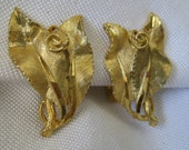 VINTAGE BSK Gold Metal Leaf Costume Jewelry Earrings