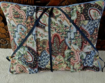 Reading Pillow Stand Tapestry Paisley