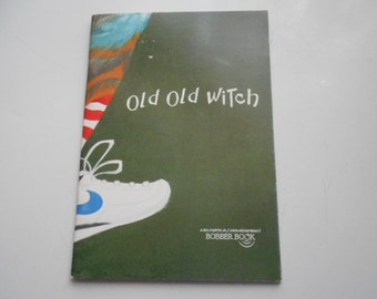Printed 1992 Old Old Witch Softcover book Illustrated by Robert J Lee copyright 1987
