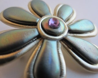 Posy Flower Pin in iridescent green, gold brooch