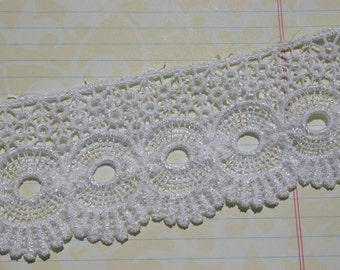 "Wide White Venice Lace - Circle Fan Pattern - Pretty Sewing Venise Trim Embellishment - 2 1/4"" Wide"