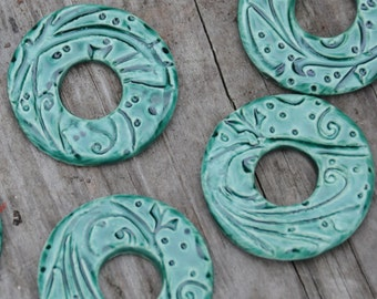 Emerald Pottery Washer Bead in the whimsy pattern