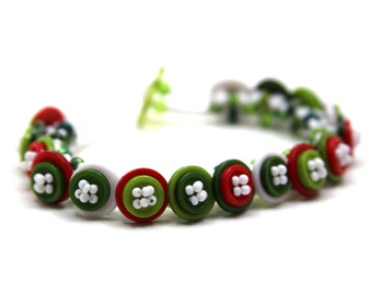 Beaded Bracelet - Button Embellished - Red Green White Christmas Holidays by randomcreative on Etsy