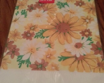 vintage sunny flowers paper table cover.