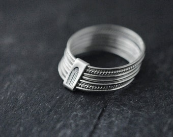 7 Semainier twist and turn silver stacking rings