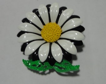 Vintage Large Metal Enameled Daisy Brooch