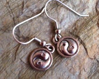 Yin and Yang charm earring (C-403)