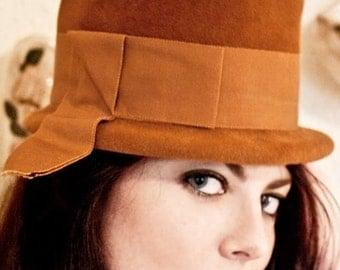 Vintage 1960s Italy Rust-y Mustard Yellow Bowler Fedora Hat S 22