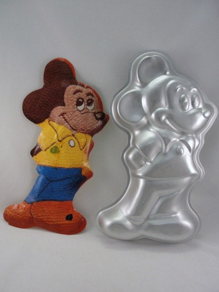 mickey mouse cake pan vintage mickey mouse wilton cake pan 1978 5879