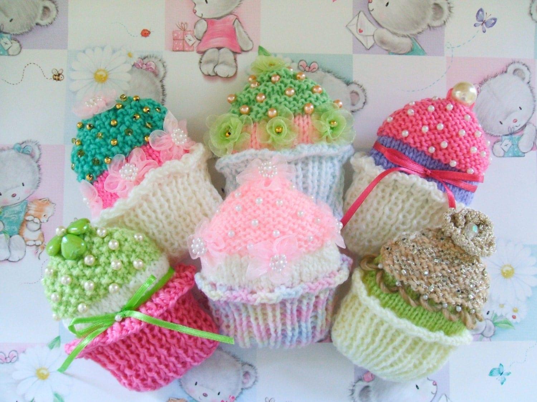 Cupcake Knitting Pattern Easy : CUPCAKE BROOCHES pdf knitting pattern