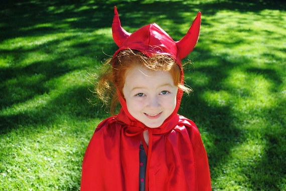 Devil Costume Child Cape Red Satin Photographer Prop Halloween Make Believe
