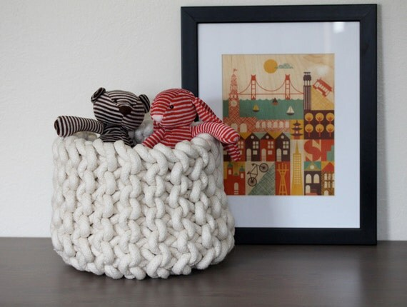 Medium knit rope basket