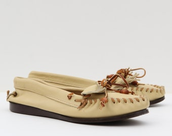 Vintage beige moccasin boat shoes .buttery soft leather  .raised seams .fringe .laces with wooden bead tips .Weron  .10