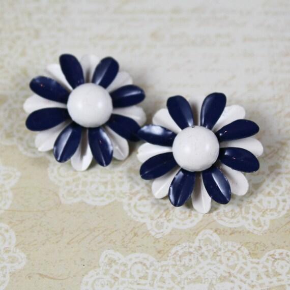 1960s Vintage Navy Blue and White Enamel Flower Clip On Earrings