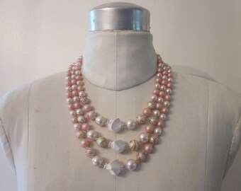 vintage 3 strand pearl style choker necklace . creamy white, pink, & gold. must-have classic fashion accessory