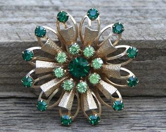 Vintage Faceted Green Glass Pin Beautiful Sunburst Design