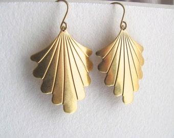 Gold fan drop earrings, raw brass vintage art deco fans on 14k gold plate fixtures, geometric jewelry, dangle earrings
