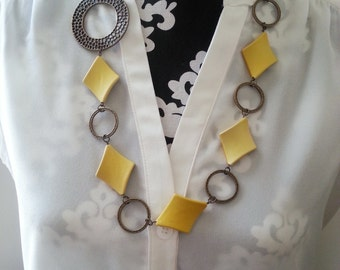 Yellow and Antique Brass Link Necklace - Victoria