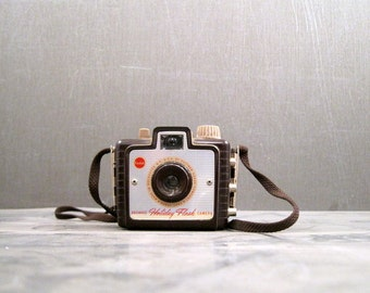 1950s Brownie Holiday Flash Camera