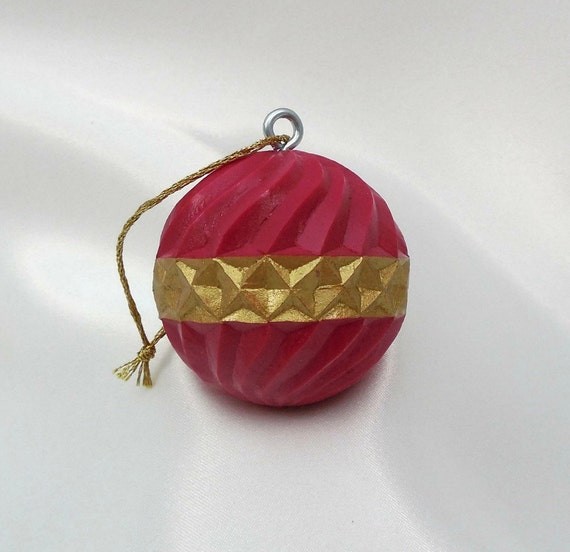 Carved Golf Ball Ornament Unique Golfer Golfing Gift Idea Ruby Red Gold Christmas Ornament