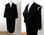Gorgeous 1950's Black Velvet Coat with Beading Vintage Rockabilly Pinup Old Hollywood Vixen Glamor Size-Small