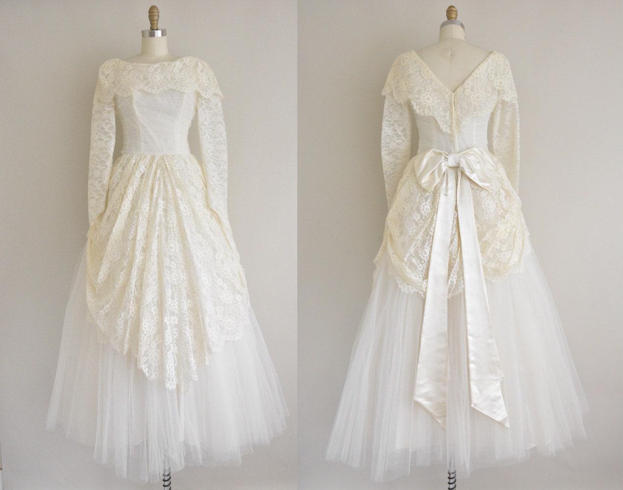 Classic Wedding Dress Satin: Vintage 1950s Wedding Dress / Satin Bowtie Dress / 50s Lace