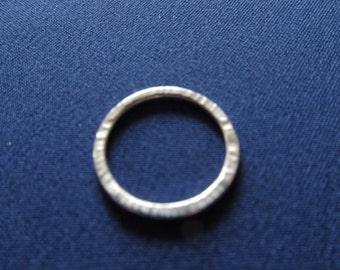 Slim hammered ring