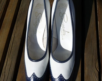 FRONT PAGE SALE!!!! Vintage Classic 60s Spectators, White and Navy, Serenades by Florsheim, 9 1/2 3A