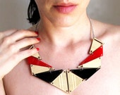 Triangles ray in red & black acrylic and wood. Necklace