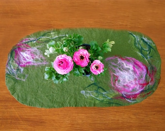 felted table runner -into the green-