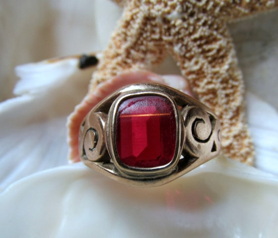 14k Gold Ruby Ring Antique 4 carats 6.5 grams Size 10.5