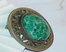 Green Gripoix Oval Glass Inset Brooch Pin Filigree Vintage Goldtone Beautiful
