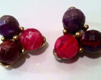 KRAMER Designer Clip on Earrings Purple Pink Golden Cluster Unusual Pretty Vintage Jewelry artedellamoda