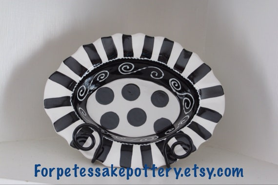 Black and white serving dish