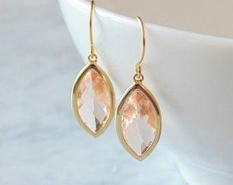 Peach earrings.  Peach gold earrings. Champagne earring. Peach champagne earrings. Wedding jewelry. Bridesmaids earrings. Bridal earrings. W