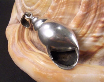 Seashell Shell Pendant Vintage Silver Jewelry from Converged Commodities - epsteam vestiesteam thebestvintage